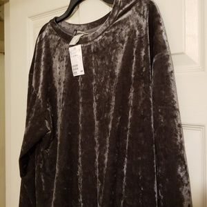 H&M Silver crushed velvet sweater shirt. Size M